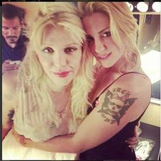 Courtney Love & Brody Dalle This Seriously just made my fucking day.