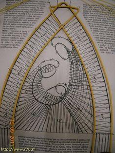 Oude verhalen - Kant met naald (en) de klos! Bobbin Lace Patterns, Cross Stitch Patterns, Bobbin Lacemaking, Lace Heart, Point Lace, Lace Jewelry, Needle Lace, Lace Making, Wire Art