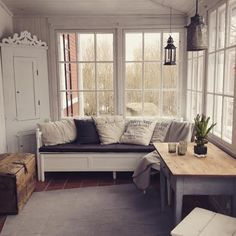 HuvikumpuLiving lasikuisti: ihana sohva, terrassille tollanen?