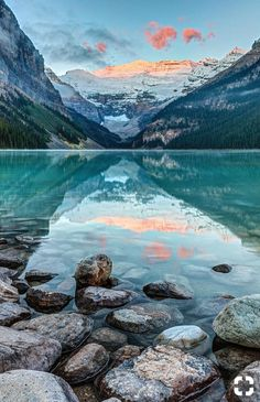 5 Amazing Lakes In Banff National Park Planning a trip to the Rockies? Then check out these 5 amazing lakes in Banff National Park. With their beautiful turquoise hues and mountainous backdrops, these need to be seen to be experienced. Travel Aesthetic, Adventure Aesthetic, Water Aesthetic, Nature Pictures, Pics Of Nature, Lake Pictures, Winter Pictures, Belle Photo, Amazing Nature