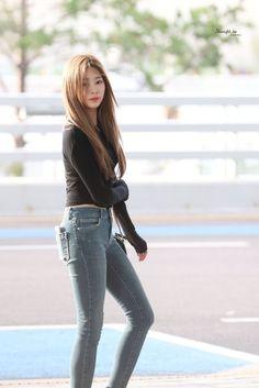 Cute Asian Girls, Cute Girls, Airport Fashion Kpop, Fashion Models, Fashion Beauty, Singer Fashion, Look Girl, Perfect Figure, Japanese Girl Group