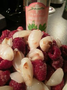A essayer absolument ! Framboises, litchis et eau de rose. Raspberries, lychee and rose water . Cooking Chef, Cooking Recipes, Chutney, Chefs, French Food, Kitchen Recipes, Gluten Free Recipes, Love Food, Sweet Recipes