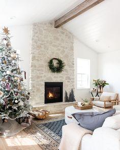 Boho Living Room, Living Room With Fireplace, Livibg Room, Contemporary Fireplace Designs, Interior Design Institute, Studio Mcgee, Christmas Home, Christmas Decor, Decorating Your Home