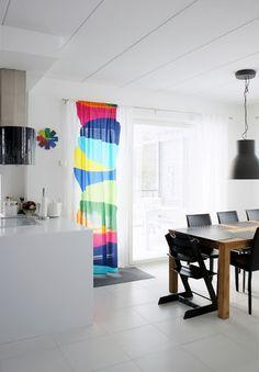 love the curtain from kippo fabric (by marimekko) Marimekko, Kitchen Dining, Dining Room, Scandinavian Design, Kids Room, Curtains, Rugs, Fabric, Kitchen Inspiration
