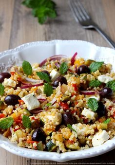 Sommersalat: Mediterranes Gemüse, Bulgur und Feta - Les é . Salad Dressing Recipes, Salad Recipes, Healthy Recipes, Healthy Food, Easy Diner, Feta, Mediterranean Pasta Salads, Pasta Sauce, Easy Pasta Salad Recipe