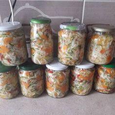 Csalamádé recept II Fresh Rolls, Mason Jars, Ethnic Recipes, Food, Essen, Mason Jar, Meals, Yemek, Eten