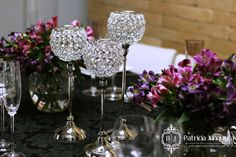 Jantar em preto e lilás com castiçais de cristal - por Patricia Junqueira Quer Receber Bem? Acesse: http://www.patriciajunqueira.com.br