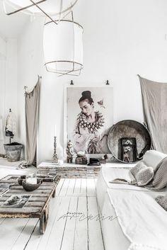 Stunning white industrial apartment in Milan