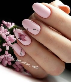 The advantage of the gel is that it allows you to enjoy your French manicure for a long time. There are four different ways to make a French manicure on gel nails. Oval Nail Art, Oval Nails, Diy Nails, Cute Nails, Pretty Nails, Shellac Nails, Nagellack Design, Acrylic Nail Shapes, Nailart