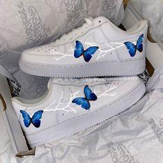 Cute Nike Shoes, Cute Nikes, Jordan Shoes Girls, Girls Shoes, Custom Sneakers, Custom Shoes, Air Force One Blanche, Nike Shoes Air Force, Swag Shoes