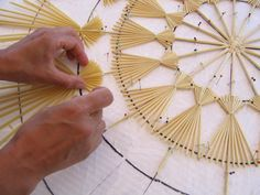 Corn Dolly, Diy And Crafts, Paper Crafts, Book Of Shadows, Handmade Home, String Art, Christmas Traditions, Yule, Natural Materials