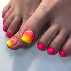Simple and fashionable, minimalist nail art designs are easy for beginning artists to replicate and a purchaser favored. Minimalist designs usually contain executing fundamental lines, dots, and cu… Neon Toe Nails, Flower Toe Nails, Pretty Toe Nails, Black Toe Nails, Cute Toe Nails, Summer Toe Nails, Toe Nail Art, Best Toe Nail Color, Nail Colors