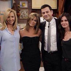 Lisa Kudrow, Courteney Cox e Jennifer Aniston com Jimmy Kimmel em programa de TV (Foto: Instagram/ Reprodução)