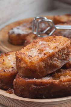 We always say that the extra virgin olive oil from Spain is the best friend of the bread . And the torrijas are the best example of that! Prepare these delicious torrijas with EVOO and find out why it is the perfect food for any party 😀 Pasta Das, Red Rice Recipe, Good Food, Yummy Food, Perfect Food, Fritters, Food Truck, Sweet Recipes, French Toast