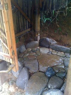 Impressive Outdoor Stone Bathrooms for Pools Ideas - Beauty Room Decor Outdoor Toilet, Outdoor Baths, Outdoor Bathrooms, Outdoor Kitchens, Outdoor Rooms, Stone Shower, Stone Bathroom, Outside Showers, Outdoor Showers