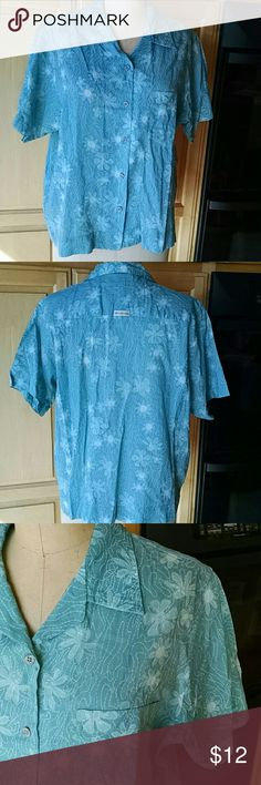 """Turquoise print Columbia shirt Nice light weight short sleeve button down shirt. Patch pocket. Pretty floral print in shades of turquoise. 100% cotton. Great for travel. Center back length is 25.25"""". 2""""wide hem. Columbia Tops Button Down Shirts"""
