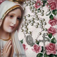 Santa María, Madre de Dios y Madre nuestra: Los niños rezan en la Capilla de las Apariciones