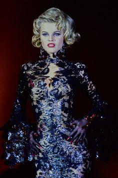 Mugler Spring 1992 Ready-to-Wear Collection | Vogue Couture Fashion, 90s Fashion, Runway Fashion, High Fashion, Fashion Beauty, Fashion Show, Vintage Fashion, Fashion Outfits, Fashion Design