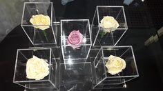 No solo flores naturales de ramos de novia, hemos preservado después de su proceso de congelado en seco, exclusivo de specialty cleaners, si no tambien rosas que nos recuerdan a los que ya se han ido.