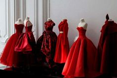 Christian Dior Couture at Harrods Dior Haute Couture, Gowns Couture, Moda Barbie, Christian Dior, Dior Dress, Dior Fashion, Club Fashion, Fashion Dresses, Red Gowns