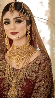 Afshii You are in the right place about Bridal Outfit for getting ready Here we offer you the most beautiful pictures about the Bridal Outfit gowns you are looking for. When you examine the Afshii par Asian Bridal Dresses, Asian Bridal Makeup, Bridal Makeup Looks, Bridal Outfits, Bridal Looks, Wedding Day Makeup, Indian Makeup, Bridal Beauty, Pakistani Bridal Jewelry