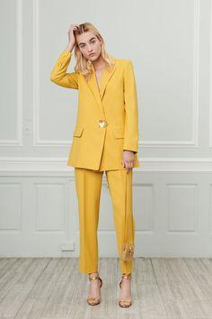 The complete Oscar de la Renta Resort 2019 fashion show now on Vogue Runway. Fashion Moda, Suit Fashion, Look Fashion, Trendy Fashion, Runway Fashion, Fashion Show, Fashion Trends, Spring Fashion, High Fashion Outfits