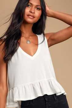 Get festival ready in the Free People Miss Dazie Black Crochet Lace Bralette! Floral crochet lace shapes a triangle top, V-neckline, and cropped bodice. Cropped Tank Top, Crop Tank, Cute White Tops, White Lace Bralette, Grey Shirt Dress, Knitted Tank Top, Crochet Tank, White V Necks, Festival Outfits
