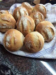 Brot/Weckerl - Backen macht GLÜCKlich - Stoibergut Bread Baking, Salzburg, Food Porn, Recipes, Breads, January, Pesto Bread, Crack Bread, Baking Buns