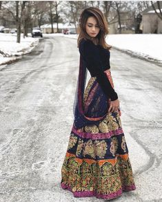 Image may contain: one or more people people standing and outdoor Indian Attire, Indian Ethnic Wear, Pakistani Outfits, Indian Outfits, India Fashion, Asian Fashion, Saris, Desi Clothes, Indian Clothes