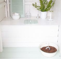 Cabin Bathroom Decor, Outhouse Bathroom, Cabin Bathrooms, Outhouse Decor, Outhouse Ideas, Red Cottage, Cottage Homes, Outdoor Toilet, Scandinavian Cottage