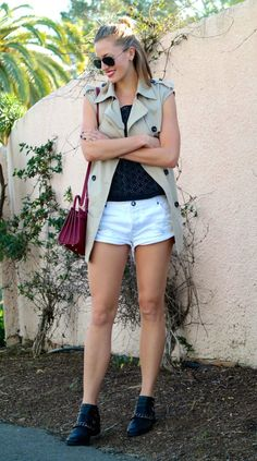 Casual outfit: sleeveless trench coat and distressed shorts