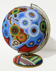 New York artist Jan Huling takes common objects, such as dolls, toys or statues, and meticulously transforms them with vibrant patterns of beads. This proc