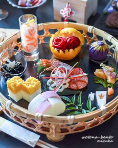 Exceptional Christmas food info are available on our internet site. Japanese New Year Food, Japanese Food Sushi, Food Business Ideas, Food Art For Kids, Thai Dessert, New Year's Food, Sushi Recipes, Indian Snacks, Food Places