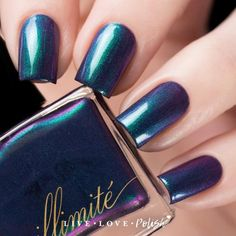 illimité Estranged Lovers is an emerald green multichrome polish that shifts between shades of green, blue, and purple. illimité's debut collection, Romanticism