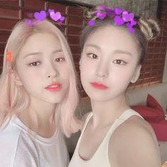 Ryujin and Yeji❤️ Kpop Girl Groups, Korean Girl Groups, Kpop Girls, Korean Princess, Kpop Couples, Olivia Hye, K Idol, Nayeon, South Korean Girls
