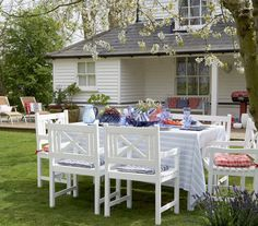 When it comes to outdoor dining, anything goes. But to capture an easygoing escape-to-the-weekend-home feeling, make an attempt to separate yourself from your daily routine. Start by setting the table and chairs on the lawn and away from your home, which will create a dining experience that is unique and unexpected.