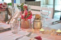 Dinnertable pink wedding, beachclub Sunrise Aquabest zaal Bruisend