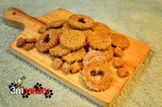Cinnamon and Carrot Crackers Dog Treat Cookie Recipe, Dog Treat Recipes, Dog Food Recipes, Home Cooked Dog Food, Make Dog Food, Homemade Dog Treats, Doggie Treats, Looking For A Recipe, Dog Health Tips