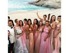As madrinhas de casamento da modelo Ana Beatriz Barros com   Karim El Chiaty usaram vestidos de modelos diferentes que seguiram a mesma paleta de cor e ficaram maravilhosas!  Quer saber mais sobre os vestidos de madrinhas? Clica no link e saiba mais!
