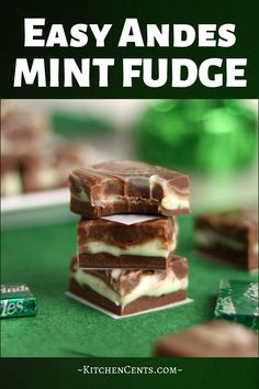 Creamy homemade Andes mint fudge in 5 minutes! Rich chocolate fudge filled with swirls of light green mint fudge. An easy Andes Mint dream! Homemade Fudge, Homemade Candies, Homemade Chocolate, Homemade Marshmallows, Caramel Au Nutella, Nutella Fudge, Easy Fudge, Chocolate Mint Fudge Recipe, Pastries
