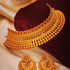 Jewelry OFF! Don't Miss These 30 South Indian Antique Gold Jewellery Designs Jewelry Design Earrings, Gold Earrings Designs, Gold Jewelry, Jewellery Designs, Antique Jewellery, Necklace Designs, Bridal Jewelry, Indian Gold Jewellery Design, Dainty Jewelry