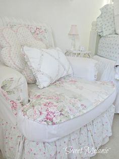 Shabby Chic furniture and style of decor displays more 'run down' or vintage items, or aged furniture. Shabby Chic is the perfect style balanced inbetween vintage and luxury, or '… Shabby Style, Shabby Chic Mode, Shabby Chic Chairs, Estilo Shabby Chic, Romantic Shabby Chic, Shabby Chic Bedrooms, Shabby Chic Cottage, Shabby Chic Furniture, Shabby Chic Decor