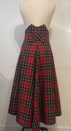 Image of Tartan waterfall skirt skirt courte cuir en jean longue fashion indian outfits outfits summer style Black Skirt Outfits, Cool Outfits, Fashion Outfits, Tartan Clothing, Tartan Dress, Tartan Skirts, Tartan Plaid, Tartan Fashion, Skirt Images