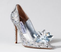 Pret-a-Reporter:JIMMY CHOO DESIGNS LILY JAMES' 'CINDERELLA' PREMIERE SHOES Too bad the crystal-encrusted shoes don't come with a real-life prince. FEBRUARY 13, 2015MEGHAN CLEARY Lily Jamesstepped out for theBerlin Film Festivalpremiere ofCinderellaon Thursday, clad in a rose silk Christian Dior strapless gown fit for a princess. Underneath her skirt, she flaunted the first look of the …