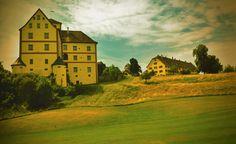 Schloss Langenstein, eingebettet in eine harmonische Umgebung