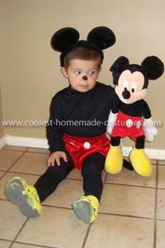 Homemade Mickey Mouse Costume: My son (as is every 3 year old) is a huge Mickey Mouse fan. He loved being Mickey. It was so easy to put together too. I lucked out finding the red bloomers Mickey Mouse Kostüm, Mickey Mouse Halloween, Toddler Halloween, First Halloween, Diy Halloween, Mickey Costume, Minnie Mouse Costume, Disney Costumes, Old Halloween Costumes