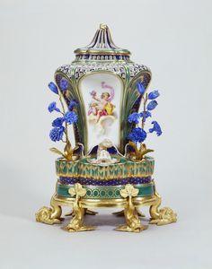 Sèvres porcelain factory. Pot-pourri fontaine or pot-pourri à dauphins, c. 1760. Soft-paste porcelain, bleu lapis and apple green ground, gilded decoration and gilt bronze, RCIN 36074. Royal Collection Trust / © Her Majesty Queen Elizabeth II 2016.