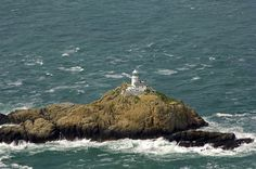 South Bishop lighthouse (built 1839) on South Bishop island (also called Emsger) approx. 5 miles off St David's Head, Pembrokeshire, south-west Wales (Irish Sea coast). 16-nautical mile light flashes every 5 seconds. Remotely controlled by Trinity House from Harwich, Essex. Photo: marinas.com/http://www.photographers-resource.co.uk