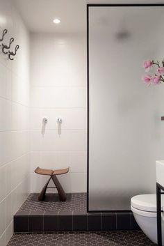 Qui n'a jamais rêvé de refaire entièrement sa salle de bain pour la rendre plus cozy, moins froide, plus moderne tout simplement ? Bonne nouvelle ! De nos jours, avoir une salle de bain aussi…