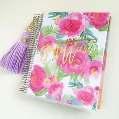 look at how pretty my new cover is from @stylishplanners And my beautiful tassel from @hautepinkfluff ! Both have beautiful gold accents! #love #planneraddict #plannerlove #plannergoodies #plannernerd #planner #erincondren #planneraccessories #eclp #wlec #weloveec #lifeplanner